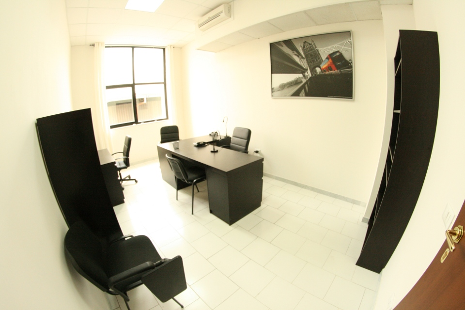 Affitto ufficio napoli affitto locale for Appartamenti arredati napoli