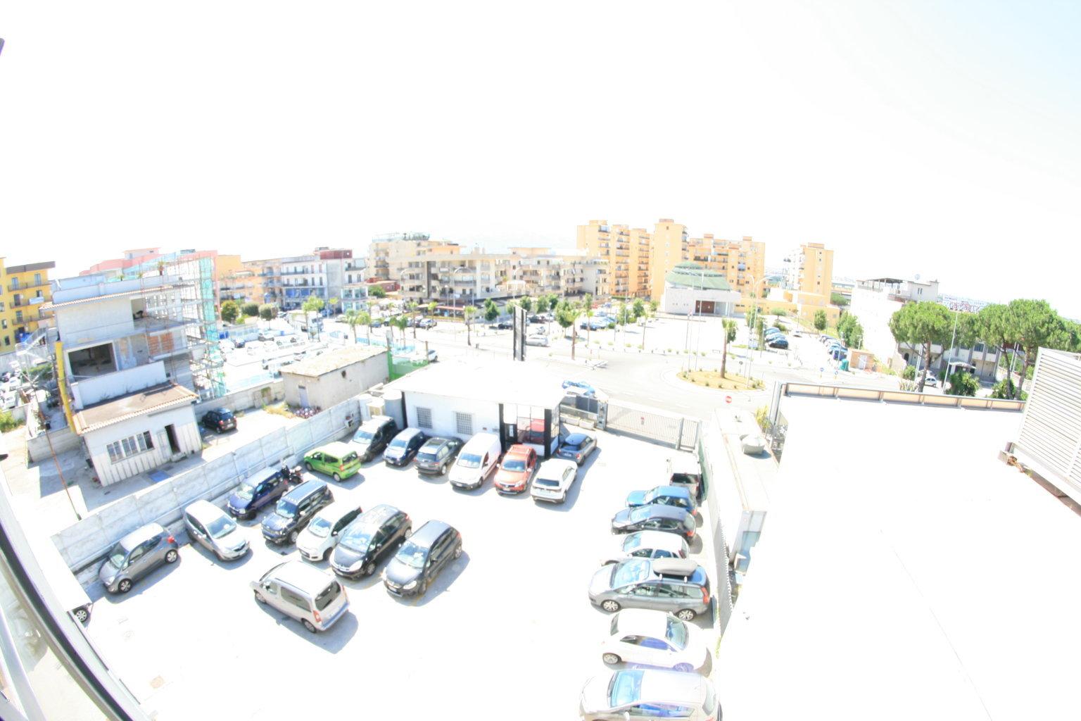 Napoli affitto locale attrezzato pronto in centro custodito